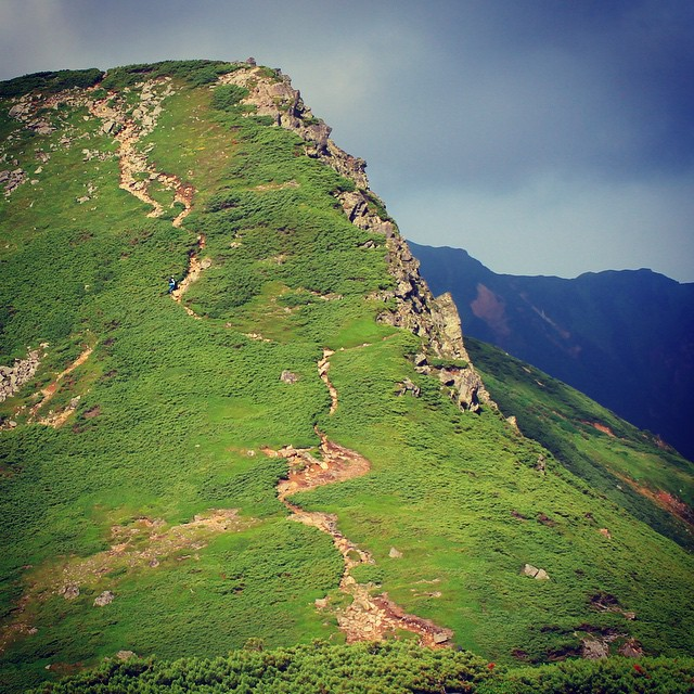 三峰山への登り #Daisetsuzan #Tokachidake #Tomuraushi #Furanodake #Hokkaido #japanmountains #Fastpacking #OYMgram