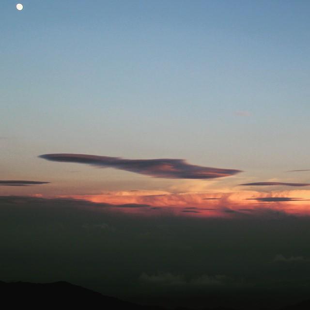 Sunset & Moon #飯豊山 #Fastpacking #japanmountains #sunset